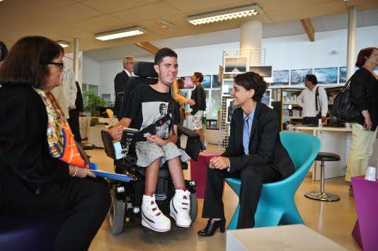 Une rencontre avec un lycéen handicapé et Najat Vallaud-Belkacem, à La Rochelle, le 28 août 2015.