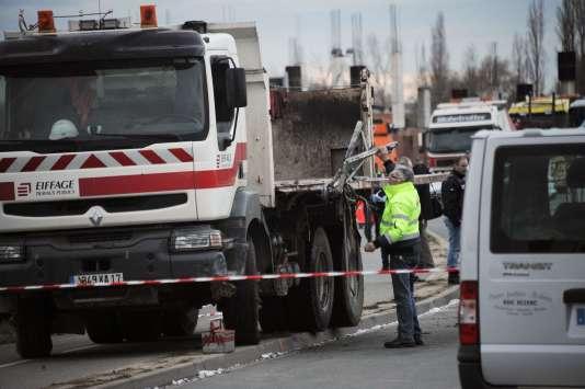 Six adolescents sont morts le 11février dans un accident entre un camion et un autocar à Rochefort, en Charente-Maritime.