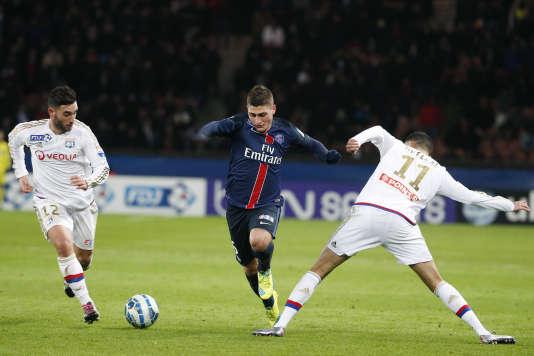 Marco Verratti dribble des joueurs de Lyon le 13 janvier au Parc des Princes.