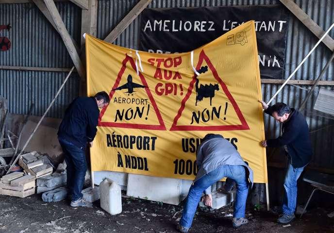 Novembre 2015, bannière d'opposants à l'aéroport de Notre-Dame-des-Landes.