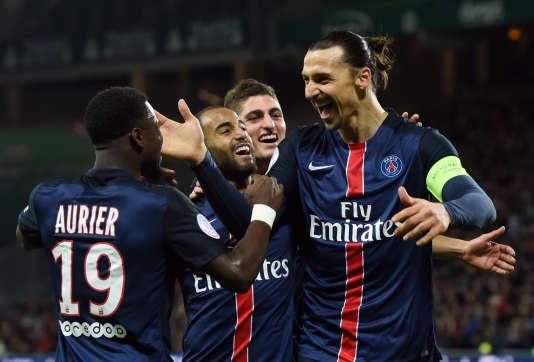 Zlatan Ibrahimovic et ses coéquipiers lors du match contre Saint-Etienne le 31 janvier 2016 à Geoffroy-Guichard.
