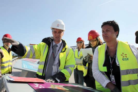 Estelle Grelier en juillet 2011 sur le site de construction de l'EPR de Flamanville (Manche).