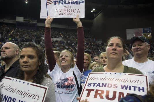 Plus de 10 000 personnes ont fait la queue pendant des heures pour entendre Donald Trump parler au Centre Pensacola en Floride, le mercredi 13 janvier. Trump est l'actuel leader du parti républicain dans les sondages.