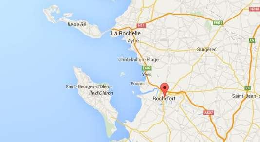 Le bus assurait la liaison entre l'île d'Oléron et Surgères.