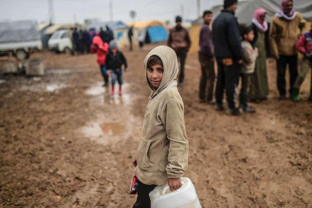 Un jeune réfugié syrien, au poste frontière de Bab-Al Salama, le 6 février.