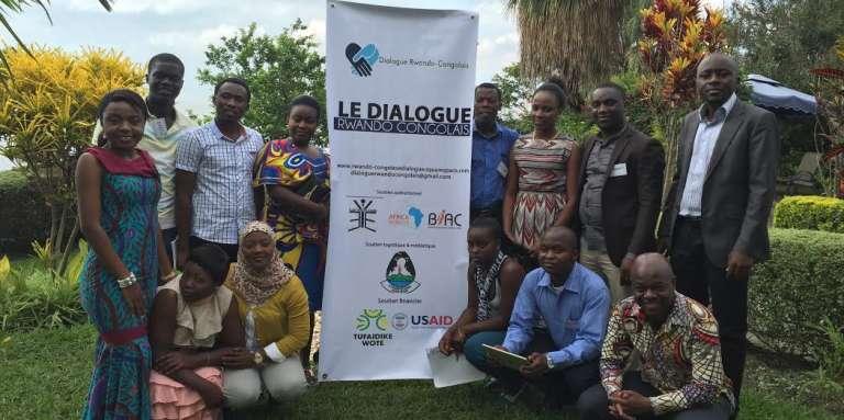 Les douze jeunes du Dialogue rwando-congolais organisé par Séverine Losembe et Baptiste Raymond à Goma, sur les rives du lac Kivu, en République démocratique du Congo.