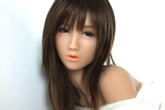 Love Doll, une poupée réaliste pour adultes, recouverte d'une couche de matière élastique imitant la chair.