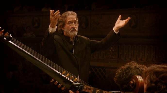 Le chef d'orchestre, chef de chœur, violoncelliste et violiste Jordi Savall.