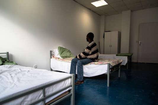 Une chambre du centre d'hébergement installé dans le lycée désaffecté Jean-Quarré.