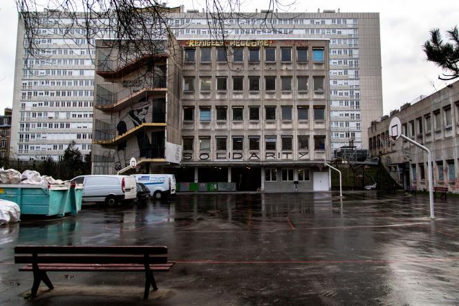 Le lycée désaffecté Jean-Quarré accueille officiellement des réfugiés depuis le 4février.