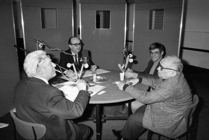 Jean Roy (avec la cigarette), Armand Panigel (avec les lunettes noires) - les créateurs en 1946 de «La Tribune des critiques de disques» - Jacques Bourgeois et Antoine Golea, le 13 mars 1976.