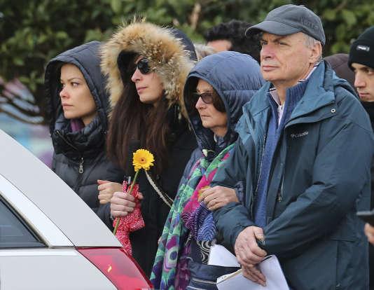La famille de Giulio Regeni, son père Claudio, sa mère Paola et sa soeur Irene, lors de ses funérailles à Fiumicello, en Italie, le 12 février.