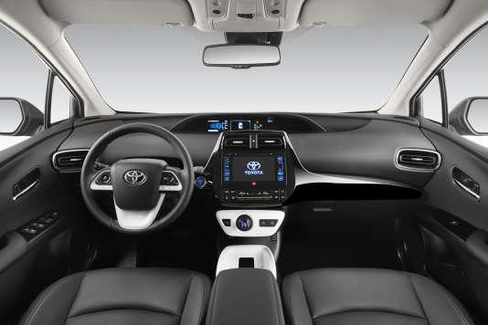 L'intérieur de la nouvelle Prius est un peu décevant, en raison, notamment, de l'utilisation de plastiques de faible qualité.