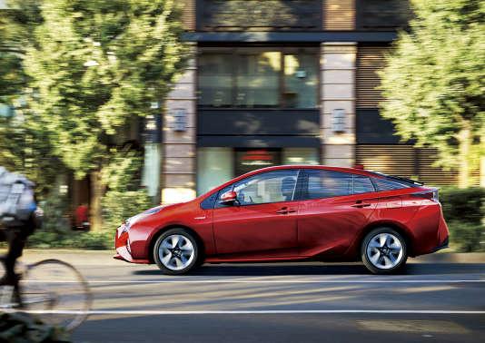 La nouvelle version de la Toyota Prius consomme moins que la prédédente, quitte à perdre un eu en performance.