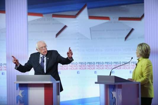 A la veille des caucus du Nevada et des primaires de Caroline du Sud, MmeClinton a pris soin de mentionner souvent le président Obama, encore très populaire dans les communautés afro-américaine et hispanophone.