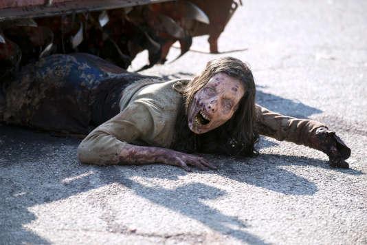 """Une zombie de la série """"The Walking Dead"""", dans le premier épisode de la saison 6."""