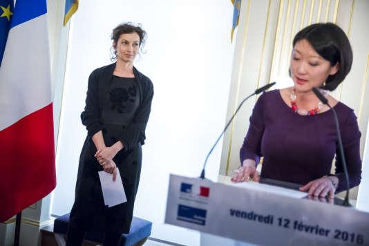 Passassion de pouvoir au ministère de la culture entre Fleur Pellerin et Audrey Azoulay à Paris, vendredi 12 février.