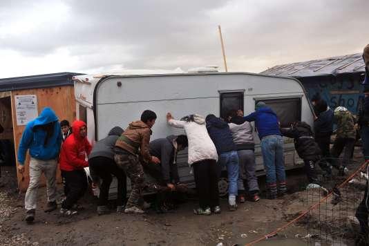 L'Etat va raser la moitié de la « jungle » de Calais