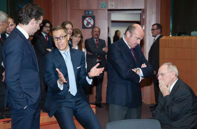Jeroen Dijsselbloem, le président de l'Eurogroupe, avec des grands argentiers européens, le 11 février, à Bruxelles