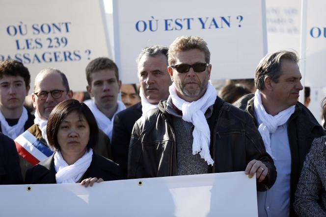 Ghyslain Wattrelos lors d'une marche silencieuse de proches de disparus du vol MH370 en 2015 à Paris.