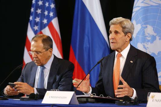Les chefs de la diplomatie russe, Sergueï Lavrov, et américaine, John Kerry, en février 2016, à Munich.