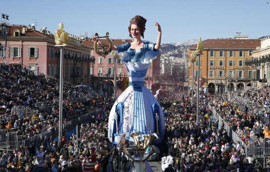 La «Reine Symphonie» parade au Carnaval de Nice, le 22 février2015.
