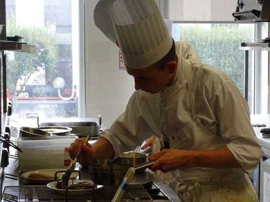 Gwendal Briant lors du concours du Meilleur Apprenti Cuisinier de France.