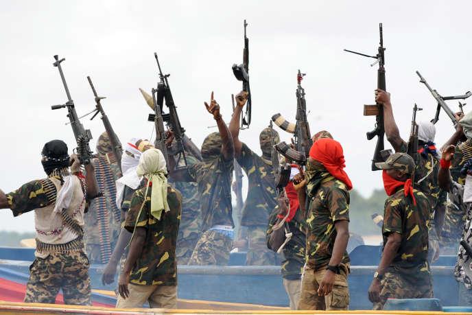 Des soldats du MEND, dans le delta du Niger en 2008.