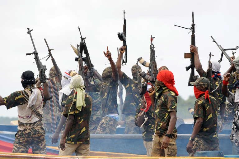 Des combattants du Mouvement pour l'émancipation du Delta du Niger (MEND), en septembre 2008.