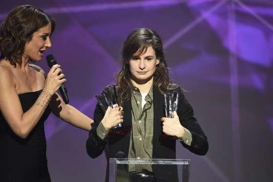 Heloïse Letissier, la chanteuse de Christine and the Queens (à droite), lors des Victoires de la musique, le 12février.