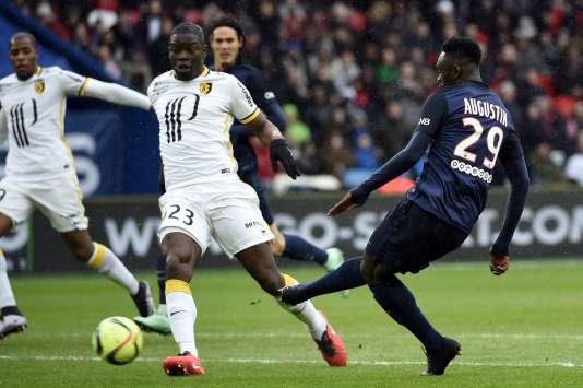 Le jeune Jean-Kévin Augustin, 18 ans, devrait pouvoir faire étalage de son talent sur les pelouses de Ligue 1.