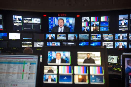 Jean-Pierre Pernaut, qui a fêté ses trente ans d'antenne en février, est remplacé depuis lundi par Jacques Legros.
