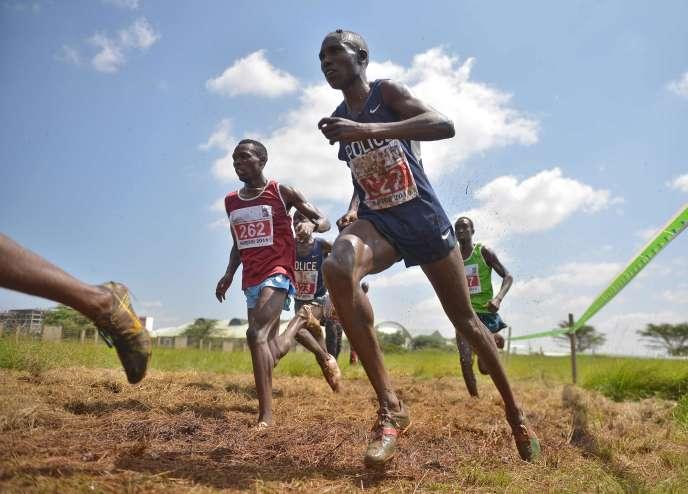 Des athlètes kényans lors du championnat national de cross, à Nairobi, enfévrier2016.