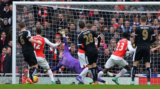 Au bout du temps additionnel, Danny Welbeck (23) inscrit le but de la victoire, cruciale, pour Arsenal face à Leicester, le 14 février 2016.