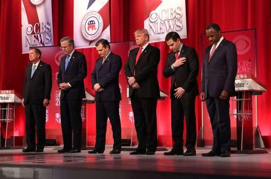 Minute de silence lors du débat entre les six candidats aux primaires républicaines, le 13 février à Greenville (Caroline du Sud), en hommage au juge de la Cour suprême Antonin Scalia,  décédé le même jour.
