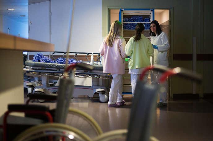 Les enquêtes montrent que, dans tous les pays, le harcèlement moral et le risque suicidaire prédominent dans le secteur de la santé (Photo: dans un hôpital marseillais le 30 décembre 2014).