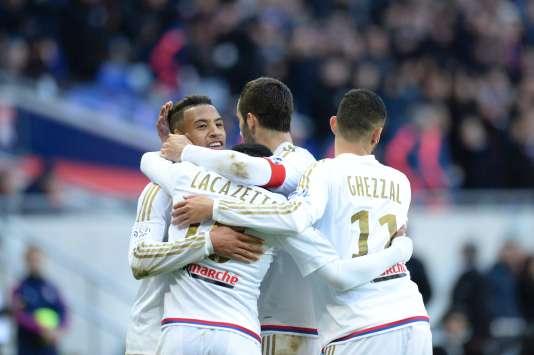 Le Lyonnais Corentin Tolisso et ses partenaires se congratulent lors de la victoire 4-1 face à Caen, le 14 février 2016.