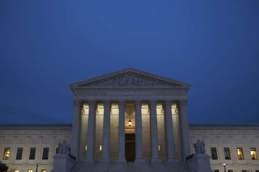 Avec sa mort, survenue samedi au Texas à l'âge de 79 ans, Antonin Scalia, nommé en 1986 par Ronald Reagan, laisse une Cour suprême désormais composée à parts égales de quatre magistrats conservateurs et de quatre magistrats libéraux.