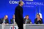 Jean-François Copé arrive sur la scène devant Eric Woerth, Nicolas Sarkozy et Luc Chatel, lors du Conseil national des Républicains à Paris le 13 février 2016.