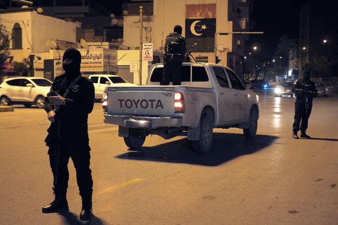 Tripoli, 20 janvier 2016. Check-point dans le centre ville par les forces spéciales de dissuasion RADA (Deterrence Special Forces). Milice Salafiste dirigée par Abdul Raouf Kara.