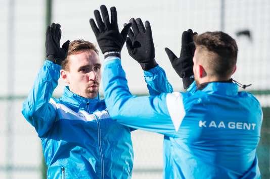 Pour la première fois dans le top 16 des clubs européens, les Belges de Gand (sur la photo, Sven Kums à gauche et Lucas Deaux à droite, le 16 février) veulent créer la surprise en huitièmes de finale contre Wolfsburg.