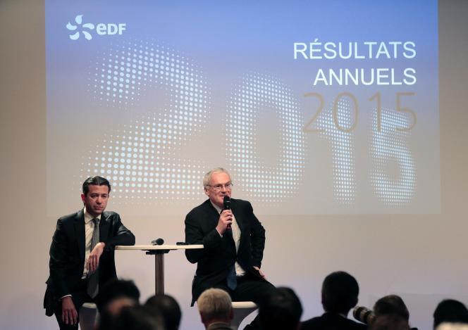 Thomas Piquemal, alors directeur financier d'EDF (à gauche) et Jean-Bernard Levy, le patron du groupe, lors de la présentation des résultats de l'entreprise, le 16 février. M.Piquemal a démissionné le 3 mars.