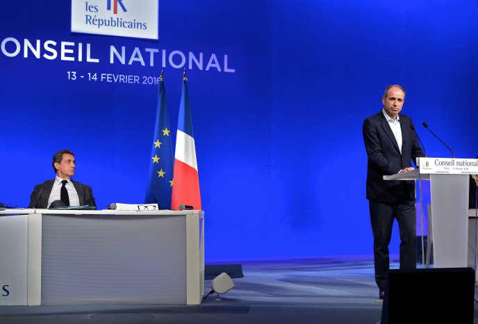 Nicolas Sarkozy et Jean-François Copé lors du Conseil National des Républicains à Paris le 13 février 2016.