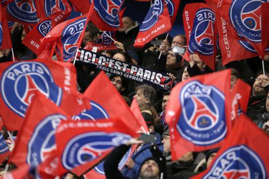 Des supporters du Paris-Saint-Germain, à Paris, en 2016 (photo d'illustration).