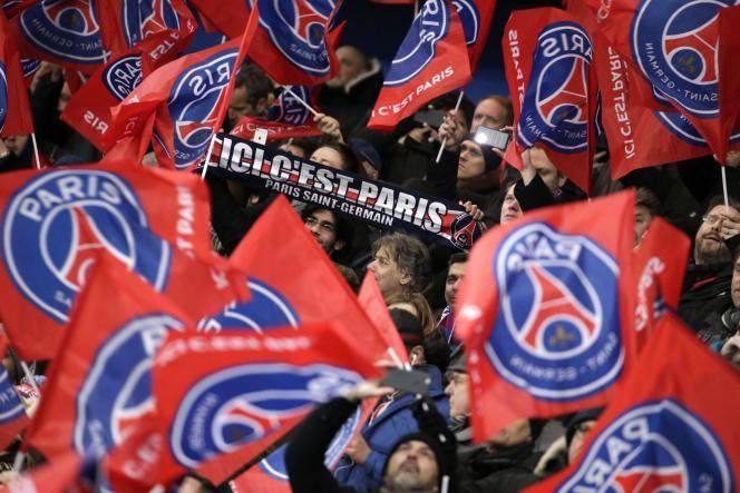 Des supporters du Paris-Saint-Germain, à Paris, en 2016 (photo d'illustration).