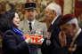 L'ambassadrice de France au Royaume-Uni, Sylvie Bermann, remet  la croix de la Légion d'honneur à des anciens combattants britanniques, le 16 février à l'ambassade de France à Londres.