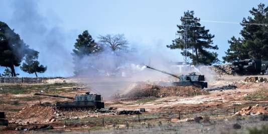 Des tanks turcs près de Kilis, non loin de la frontière avec la Syrie, le 16 février 2016.
