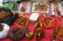 Des os de tigres vendus sur un marché de Fugong (province du Yunnan), en Chine.