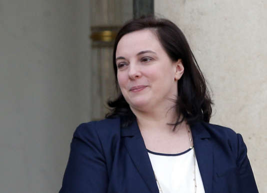 Emmanuelle Cosse, la ministre du logement, sur le perron de l'Elysée, le17février2016.