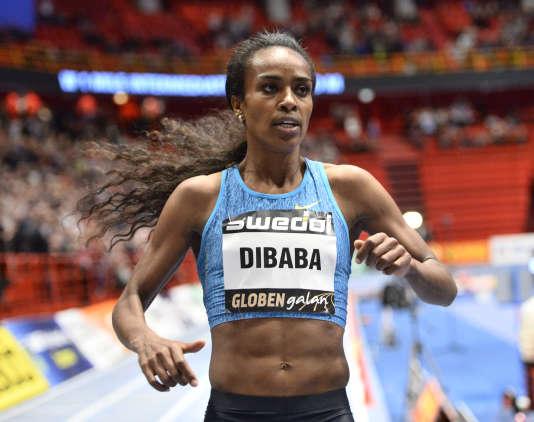 Genzebe Dibaba bat le record du mile en salle, mercredi 17 février à Stockholm, en Suède.